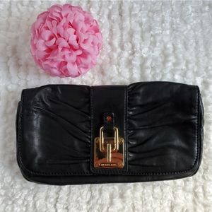 🌸Michael Kors🌸 EUC Ruched Buttery Leather Clutch